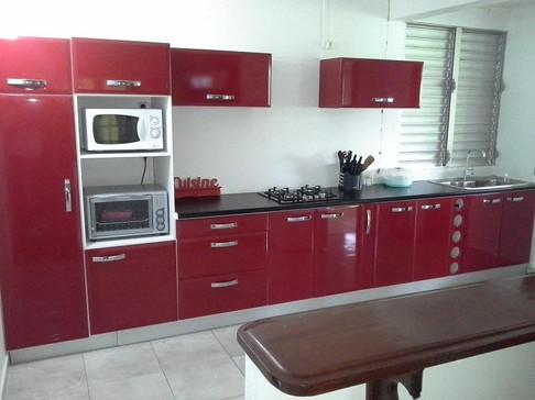 Cuisine violette conçue et fabriquée en Guadeloupe