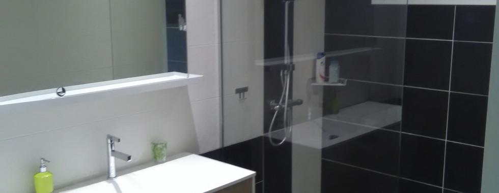 Salle de bain 1 - Nb Desginer- Agencement intérieur en Guadeloupe