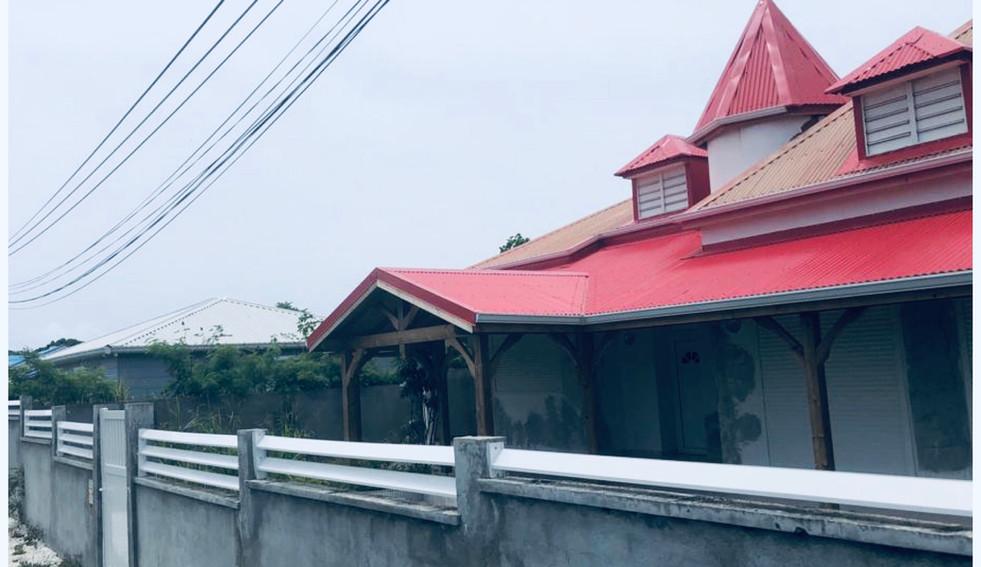 Agencement d'une terrasse à Petit-canal - résultat final