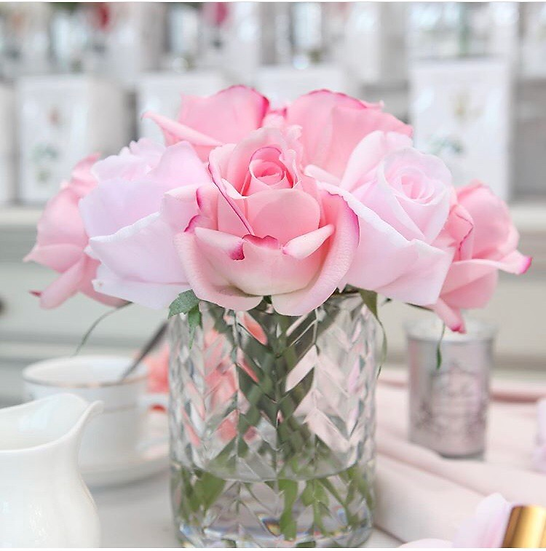 Mixed Rose Buds in Herringbone Vase Cote Noire