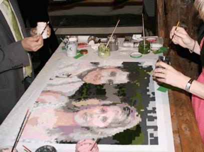 Gäste malen Bild vom Brautpaar