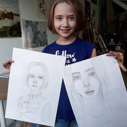 настя рисует портрет
