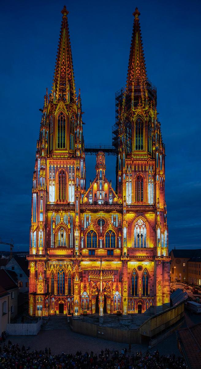 Dom St. Peter, Illumination