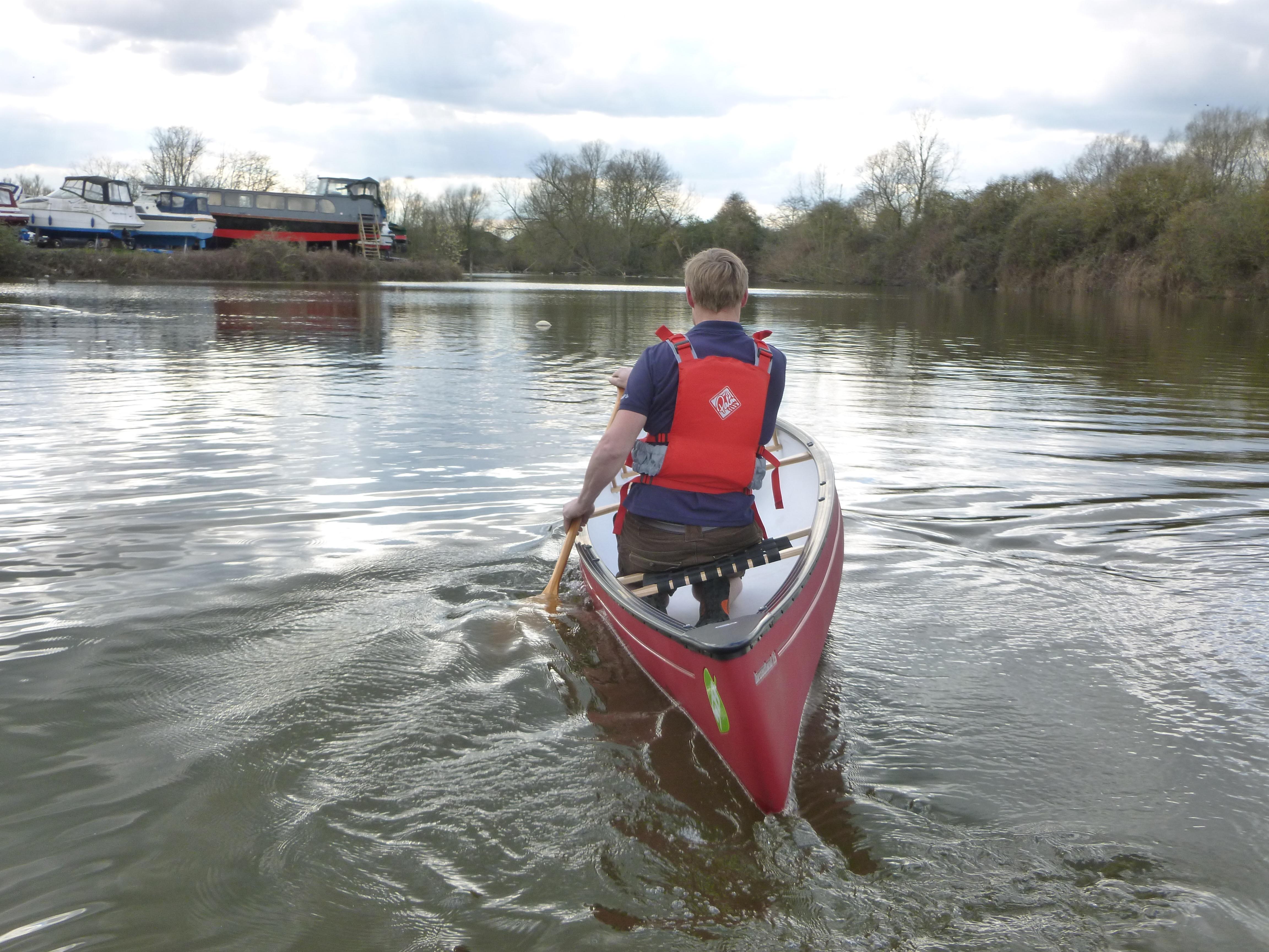 paddling off winter canoe thames