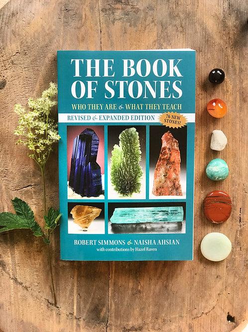 """The book of stones är en fantastisk """"kristallbibel"""" med djupgående information om kristaller, stenar och mineraler."""