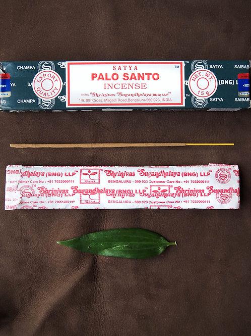Rökelsepinnar palo santo, finns på House of Indra.