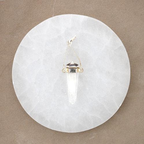 Vackert hänge i ren bergkristall, med dubbelterminerad spets ( kedja ingår ej ).