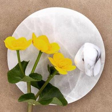 kristall vit opal är en feminin sten, vit opal är kopplad till kronchakrat, högre energier, änglar