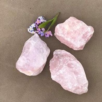 rå rosenkvarts, råa stenar, rosenkvarts för hjärtat och kärleken, en healingsten för hjärtchakrat, vilkorslös kärlek,