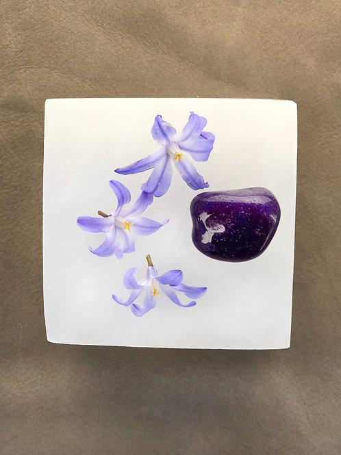 lila agat är en fin sten att meditera med, kristaller, agat, meditation, house of indra, högre medvetande