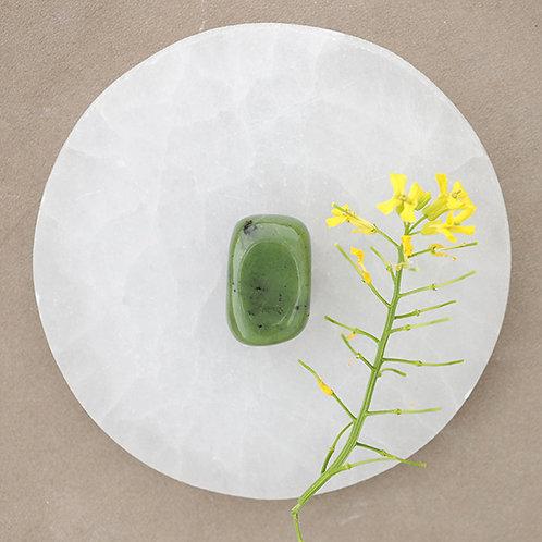 """Jade, den främsta av alla """"lyckostenar"""".  Att bära stenen vill skapa energi hos dig att förverkliga dina innersta drömmar."""
