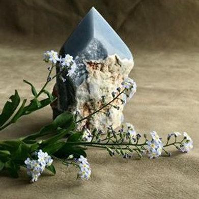 kristall angelit är en sten för dig som vill kommunicera med änglar och ljusguider, angelitspets, kanalisera