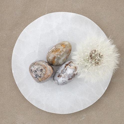 Crazy lace agat är en fin sten för dig som behöver släppa kontrollen och bjuda in glädje och kreativitet i ditt liv.