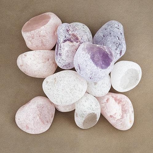 Emastenar även kallade för drakägg. En sten som man förr använde sig av för att sia om framtiden.