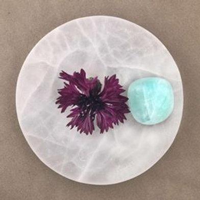 Grön kalcit är förknippad med healing, stressreducerande, känslomässig balans. Finns på House of Indra.