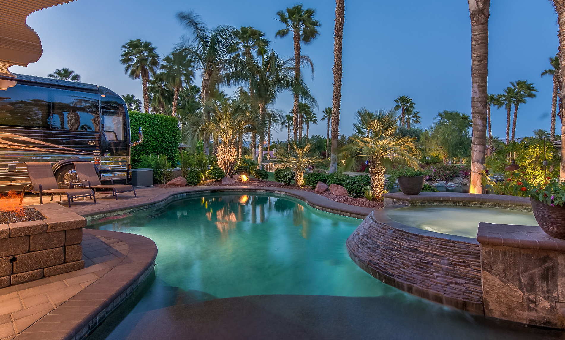 Southern California Luxury Resorts: Desert Shores Motorcoach Resort