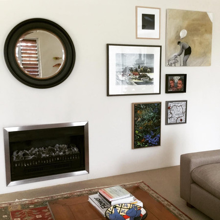 Salon Hang in Lounge