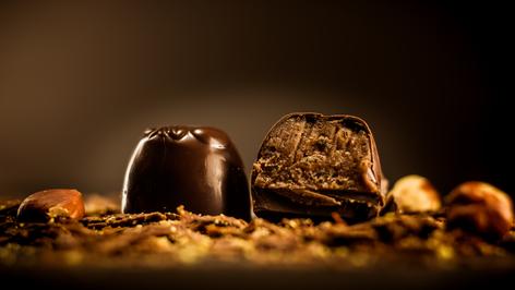 Bombón Belga de Cointreau. Ganache de Cointreau y bañado en 64% de cacao.