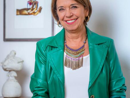 Albina Yianatos    Presidente