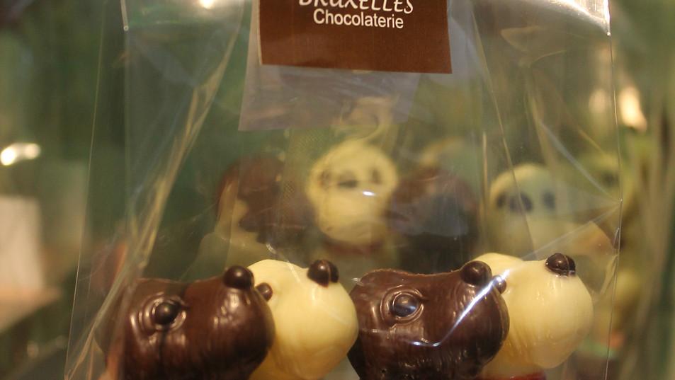 4 Perritos, 2 de Chocolate de leche y 2 de Chocolate blanco.