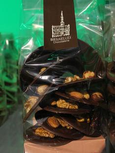 Monedas con frutos secos sin azúcar. Chocolate Semi Bitter