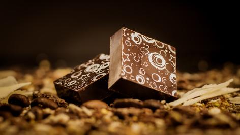 Bombón de origen Perú al 64% de cacao.