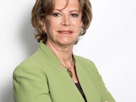Liliana Bustamante    VP Tesorera