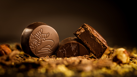 Bombón Maya, relleno de ganache 85% cacao, bañado en chocolate 64% cacao de Perú.