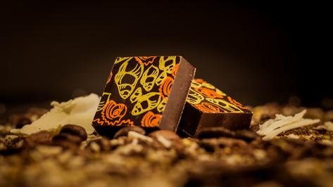 Bombón de origen africano al 85% de cacao.