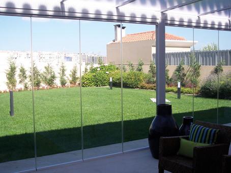 Las Cortinas de Cristal Plegable, son ideales para cerrar terrazas y balcones en toda temporada.