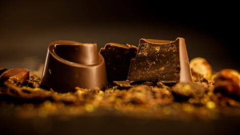 Bombón Belga. Speculoos con relleno de praliné y galleta con canela, bañado en un chocolate de Venezuela al 43% Cacao.