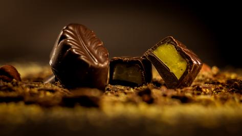Bombón Belga de menta, relleno de crema de menta natural orgánica y bañado en 56% de cacao.