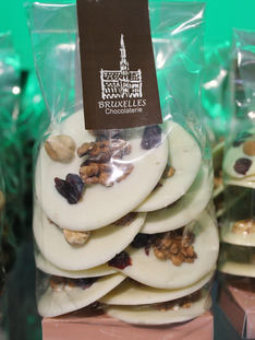 Monedas con frutos secos sin azúcar. Chocolate Blanco