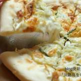 『淡路島 勘太郎PIZZA』さんの  <福良湾の釜揚げしらすと梅肉PIZZA>
