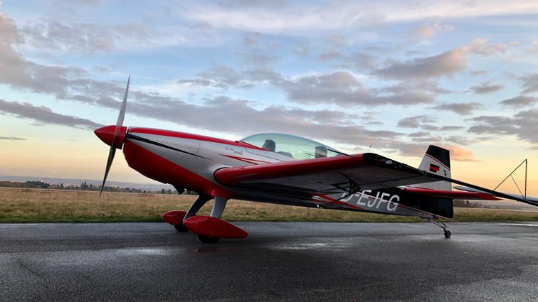 Extra 300 F-HRLJ
