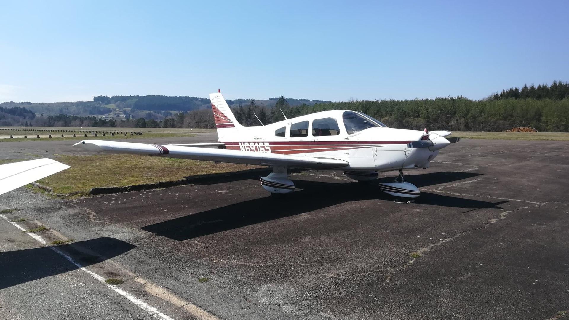 Piper PA28 N69165