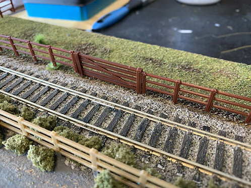 OO Guage 1:76 Scale Fence track or field 2 Meters 10x200mm + 5 Bar Gate