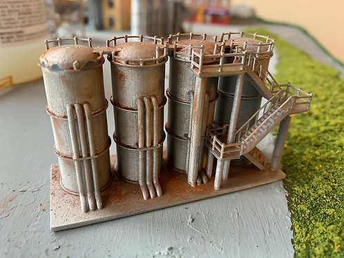 N Scale weathered fuel silos