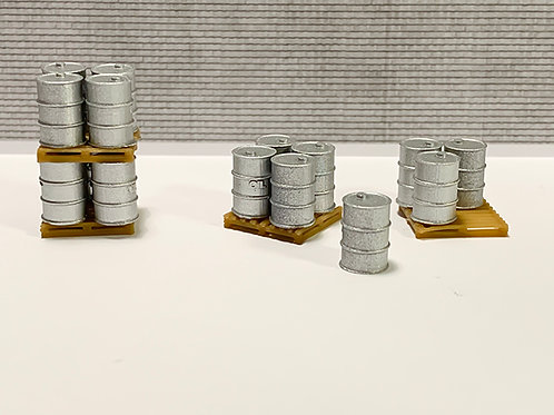 16 Oil Drums (OO Scale) 4 Pallets