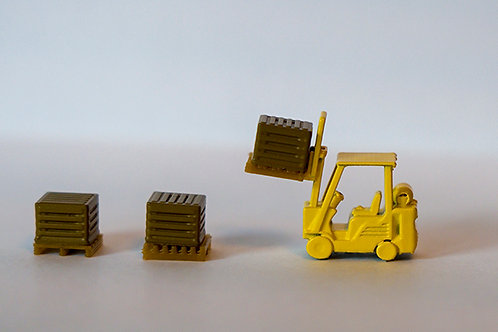 N Scale Forklift with crates