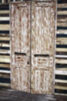 דלת כניסה מעץ ממוחזר