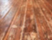 שולחן אוכל מעץ בשימוש חוזר