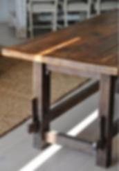 שולחן מיוחד מעץ ממוחזר