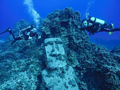 Us-Moai-Scuba-Diving.jpg