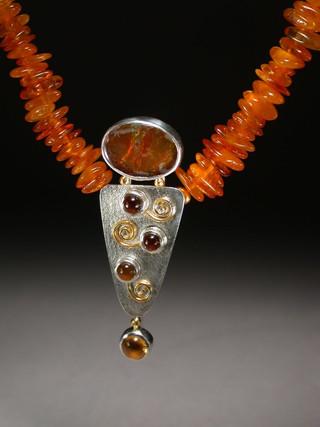 Figure necklace 3
