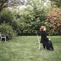 Anne Vercasson au jardin.jpg