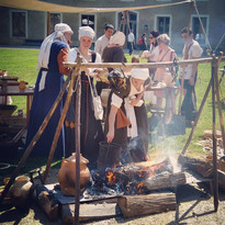 RECONSTITUTION HISTORIQUE MEDIEVAL cuisi