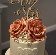 Ivory and rose gold wedding cake details