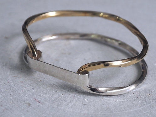 Twist Collection_ Golden Bangle