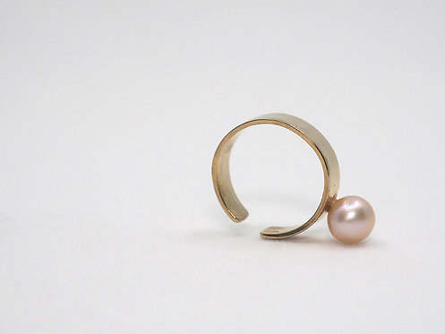 Floating Pearls 2.0_ Earcuff with pearl